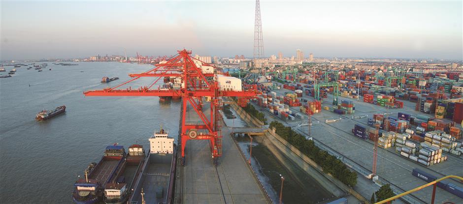 Suzhou building open and innovative economy
