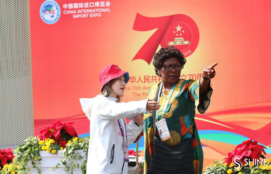 The helping hands of CIIE: day three through the lens of Shanghai Daily