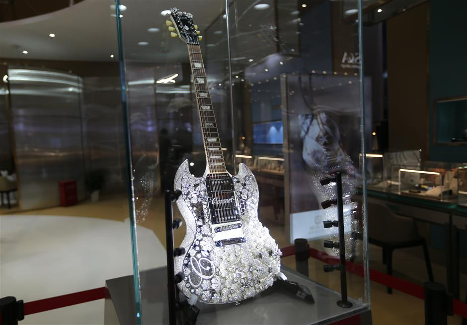 CIIE hosts world's 'most valuable guitar'
