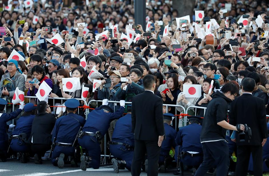 Crowds hail Naruhito royal parade