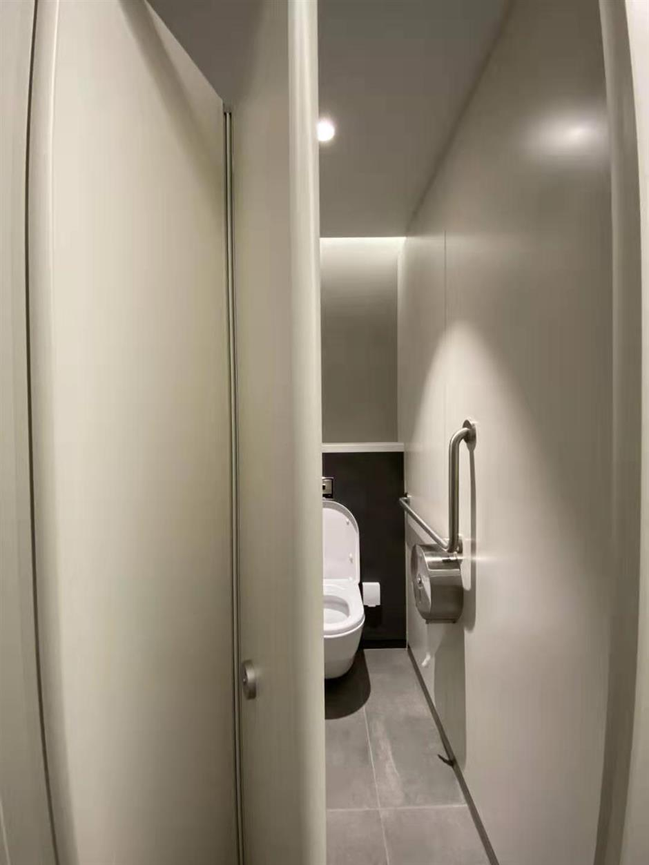 'Model' restrooms arrive at Pudong airport
