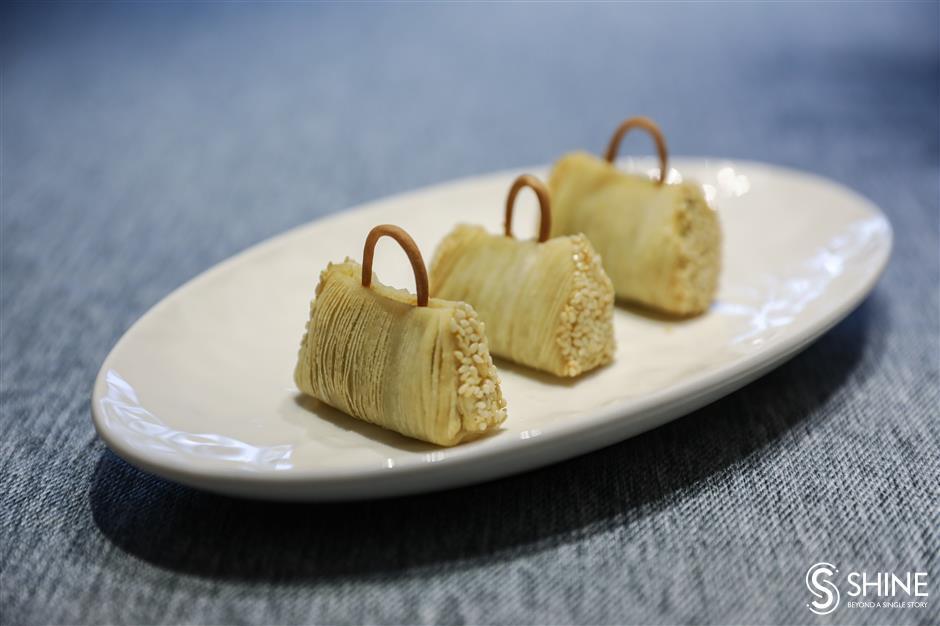Handbag pastry to mark Sino-French friendship