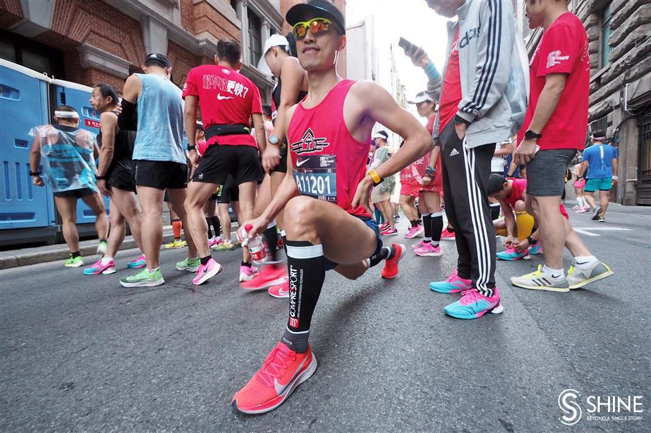 Marathon runners challenged by extreme heat