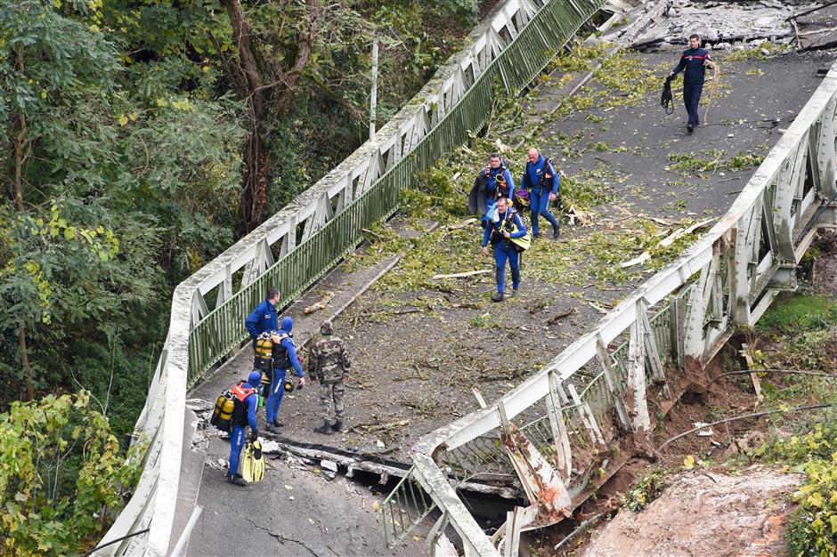 Girl, 15, dies in French suspension bridge tragedy