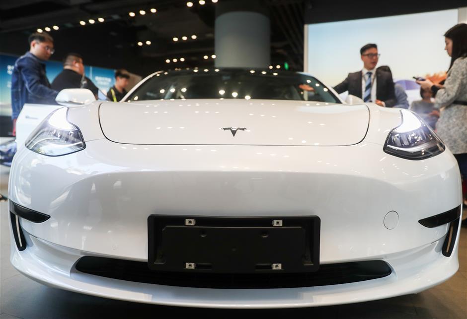 Shanghai-made Model 3 cars enter Tesla China stores
