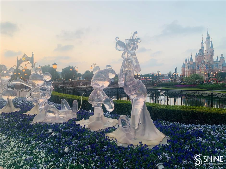 Shanghai Disney Resort becomes winter wonderland