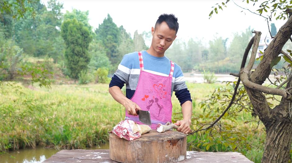 Two ducks with one stone: binge watching Chinese cooking videos