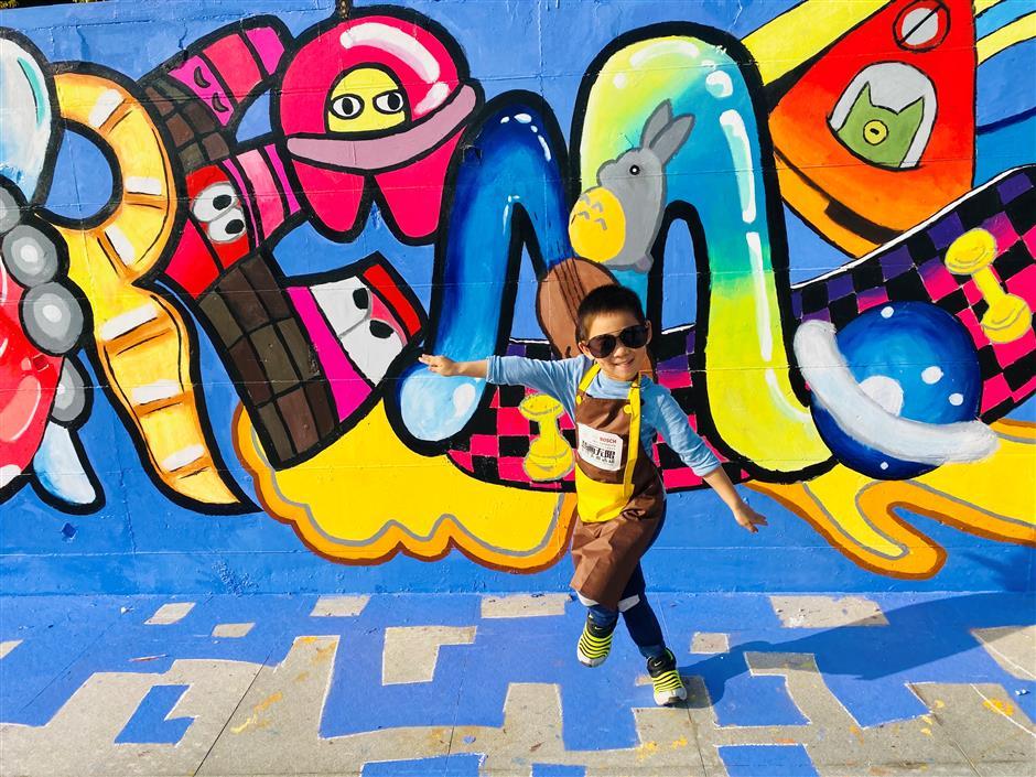 Children add color to arts festival