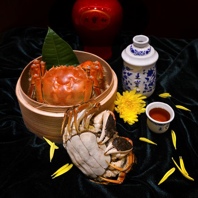 Savoring hairy crab: A chef's imagination knows no bounds