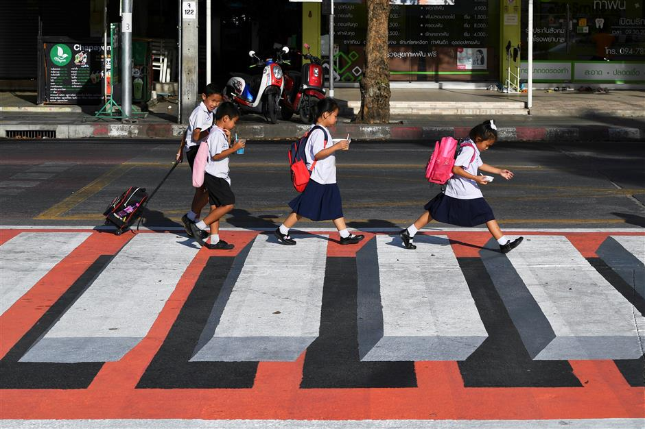 'Floating' pedestrians, new ploy in Thai road safety