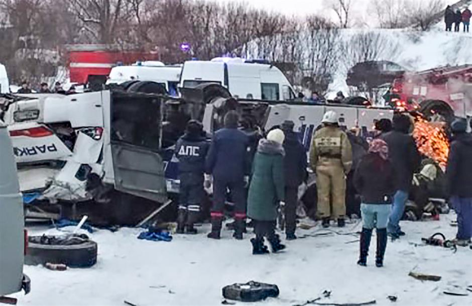 Bus crash in Russia kills 19