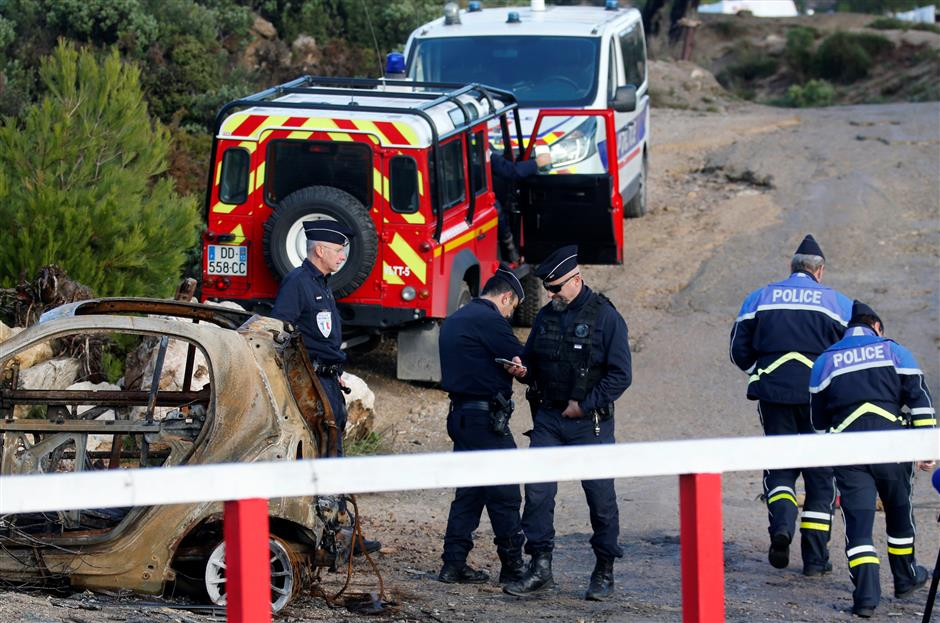 3 French emergency workers die in accident