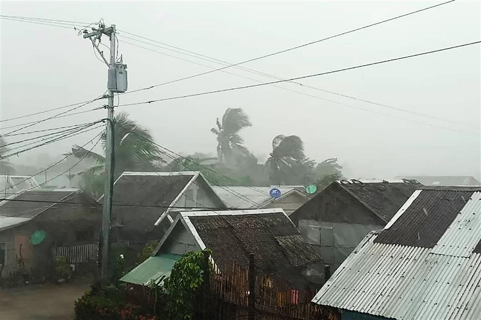 Typhoon Kammuri pounds Philippines, forces Manila airport closure
