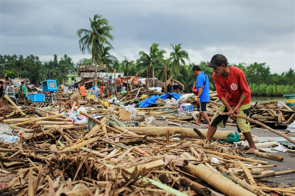 10 dead as typhoon hits Philippines