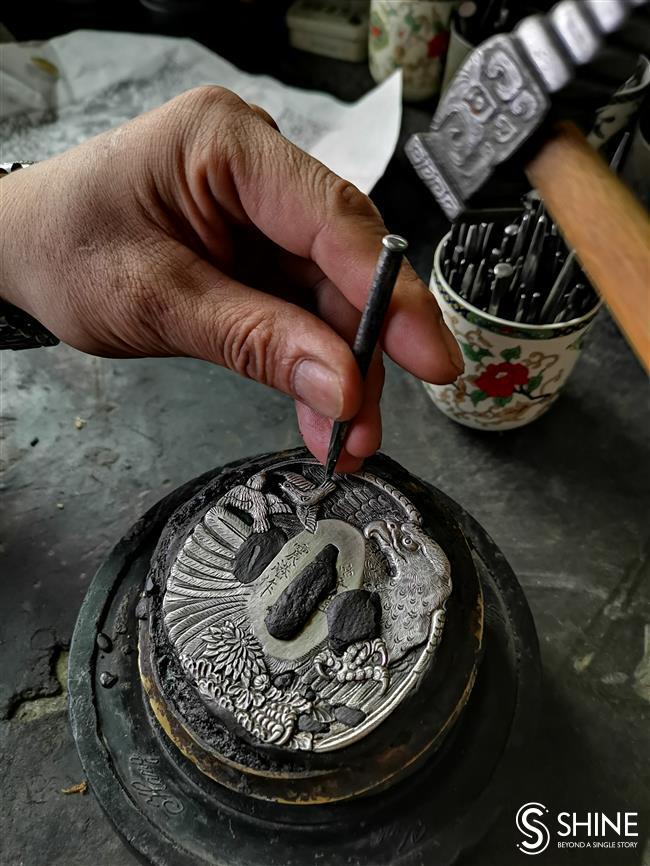 Hangzhou artisan still hammering away at ancient metal trade