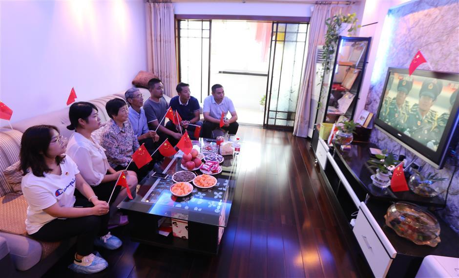 Soldiers, students join the October 1 festivities in Beijing