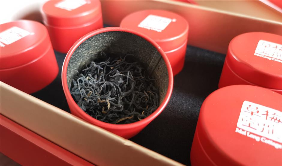 Black tea maker keeps tradition alive in Longwu