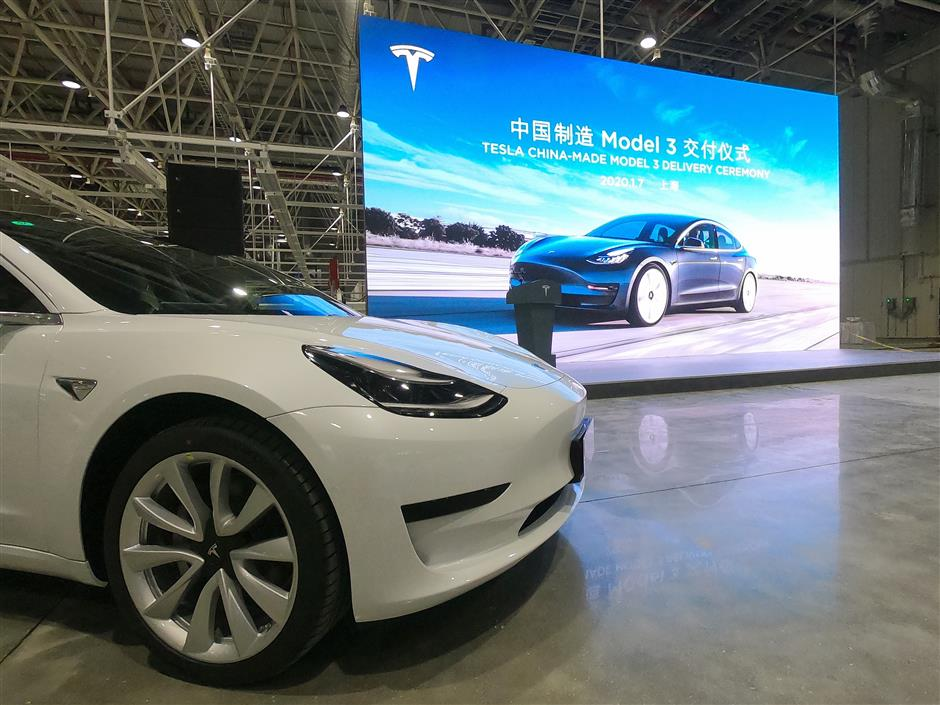 Tesla delivers first China-made Model 3s to general customers