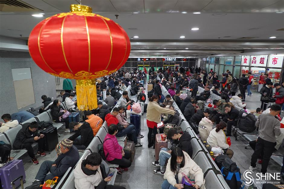 All aboard! First extra train pulls out of Shanghai