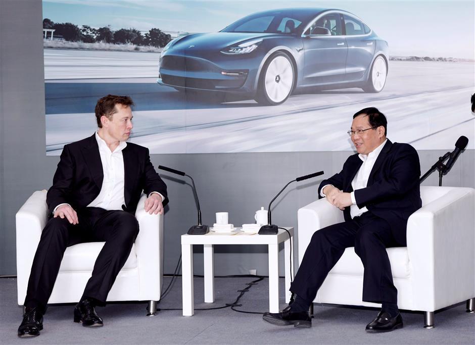 Party Secretary Li visits Tesla gigafactory, meets Musk