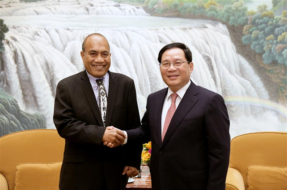 Party Secretary Li meets Kiribati leader