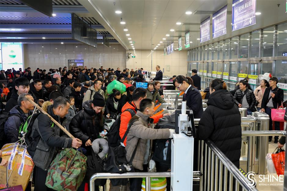 Spring rush begins at Shanghai rail stations