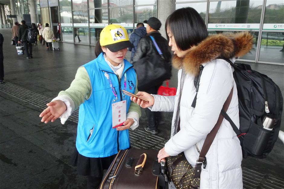 Volunteers a blessing for Spring Festival