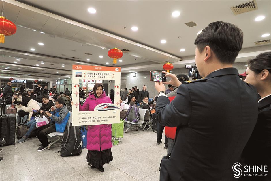 Snapshots of the Spring Festival rush in Shanghai