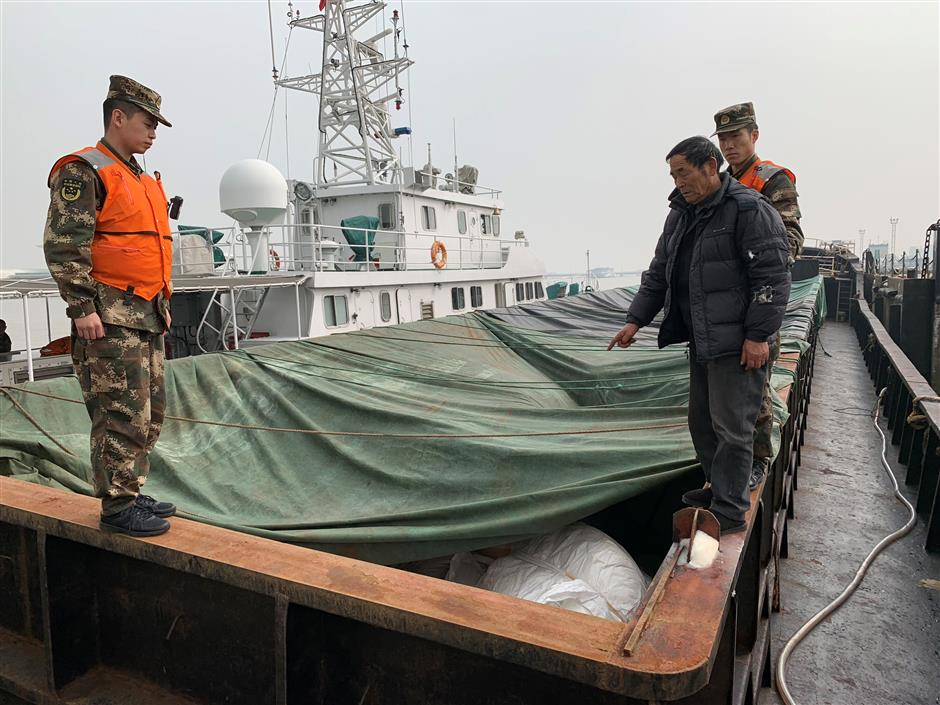 Seamen suspected of sugar smuggling