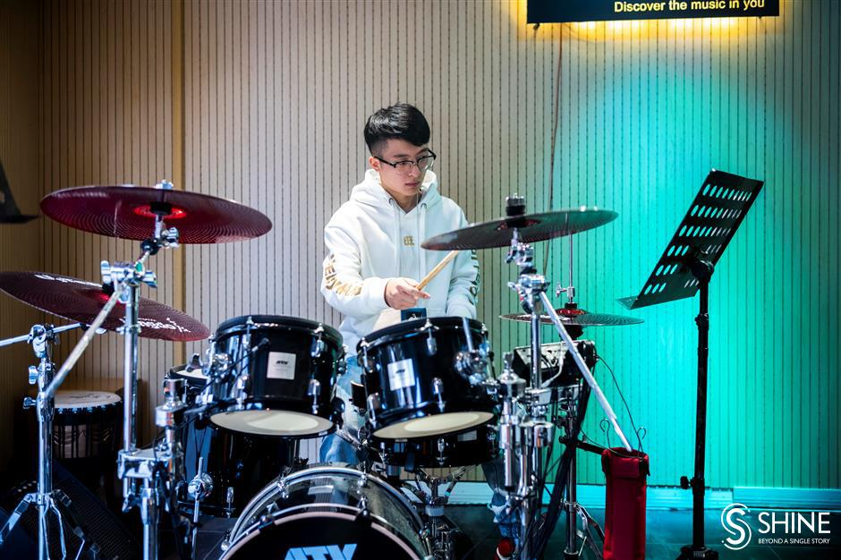 Drum teacher chases musical dreams in Shanghai