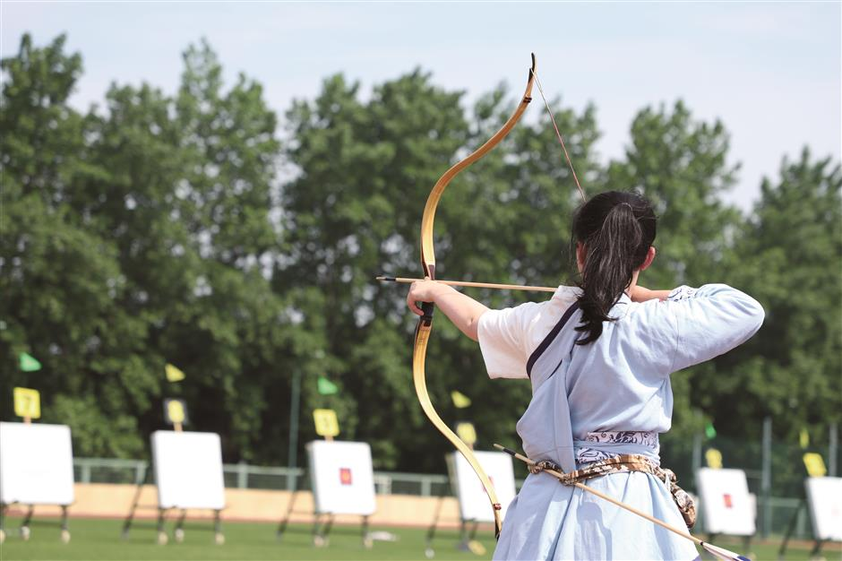 Student trio has eyes on the archery target