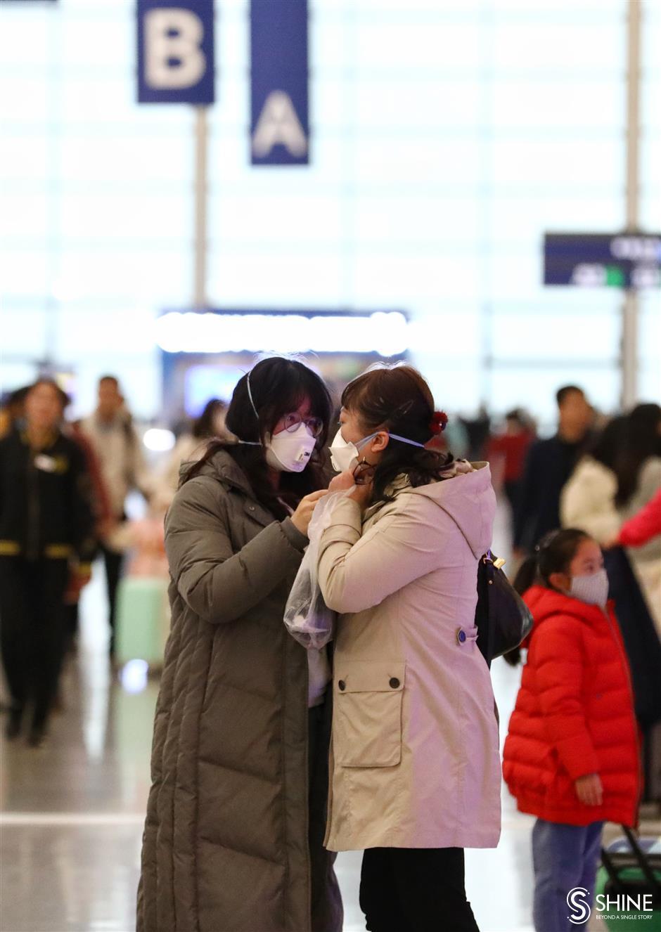 Shanghai starts checking passengers' temperatures at transport hubs