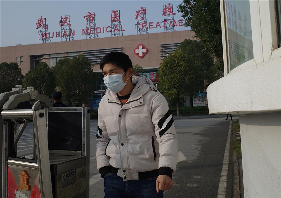 China at 'crucial stage' to control novel coronavirus, experts say