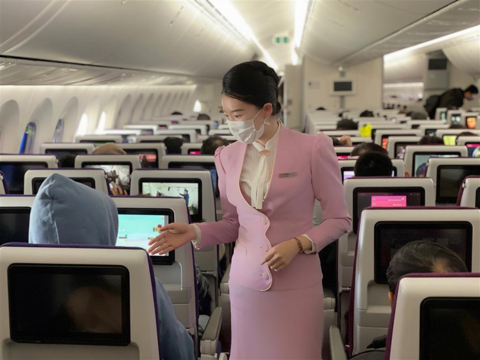 Airline staff wear masks to serve public - SHINE News