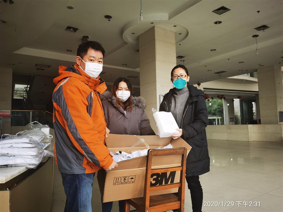 Jing'an community contributes to fighting virus
