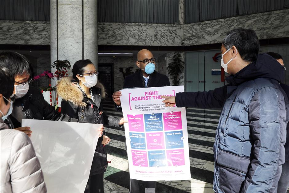 Posters providing tips on fighting coronavirus put up in Jing'an