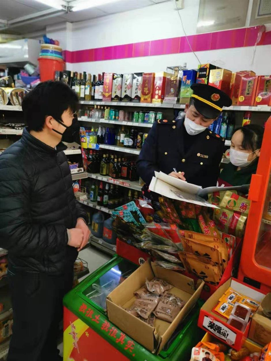 Authorities crack down on mask market violations