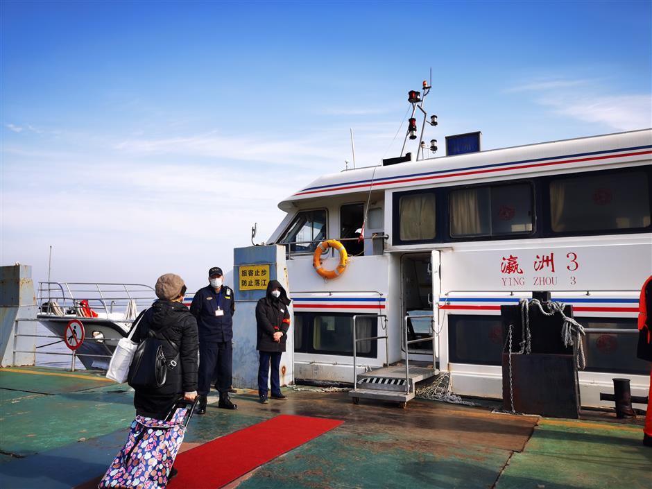 Maritime authorities adopt strict    virus controls on ferry to Chongming