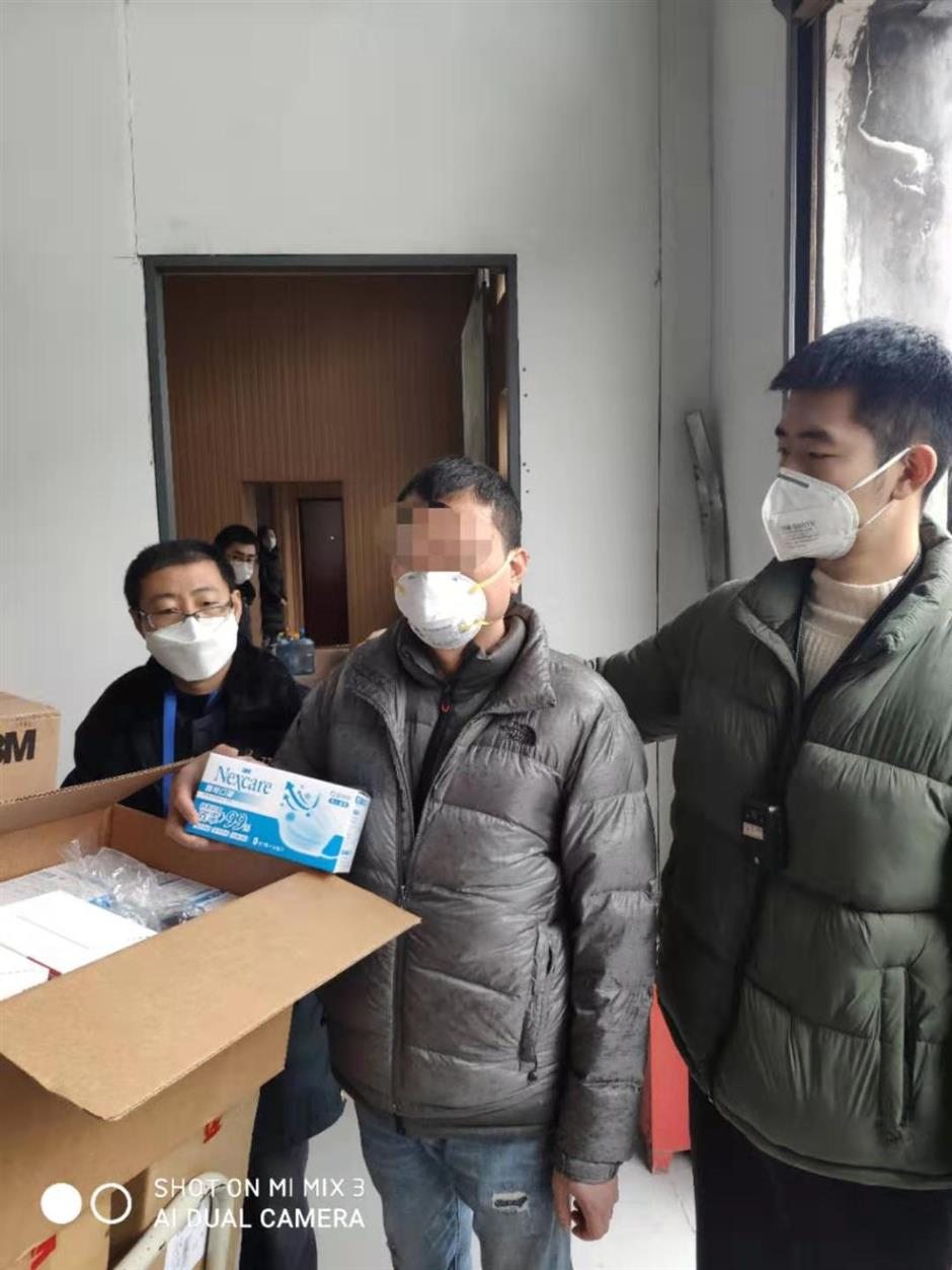 Suspects held over selling expired masks