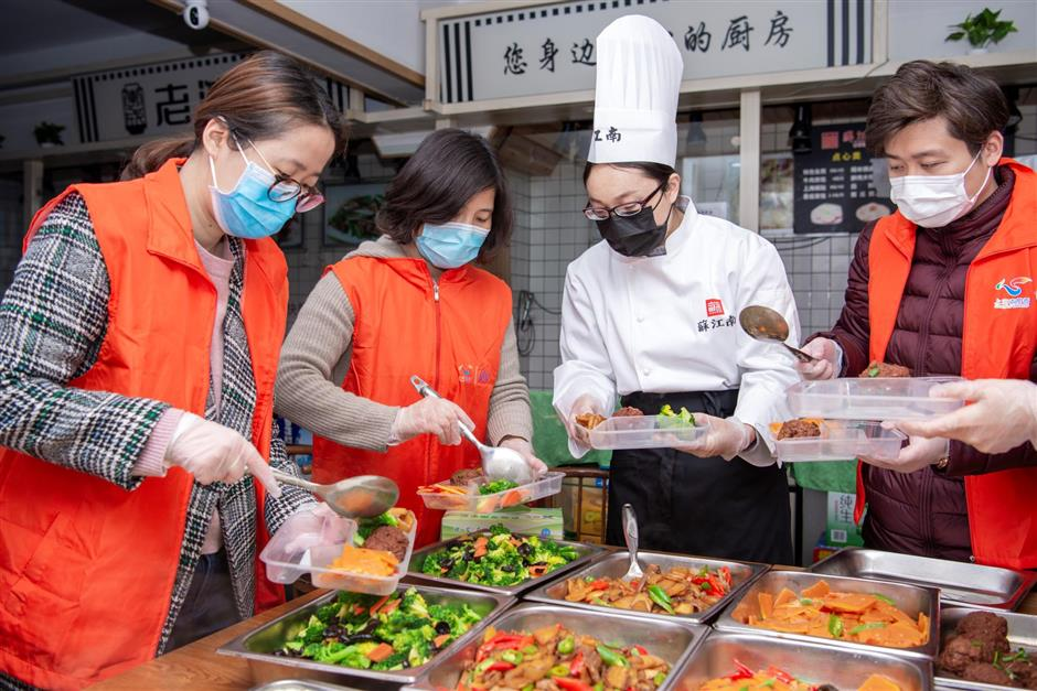 With normal business halted, restaurants send food to medical workers