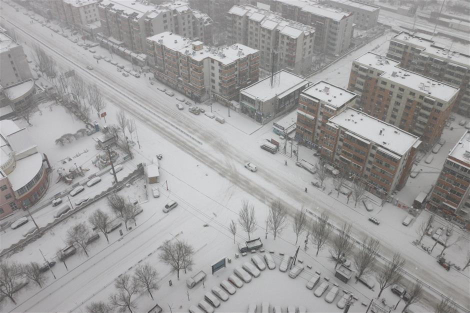 China issues weather alerts amid sweeping cold front