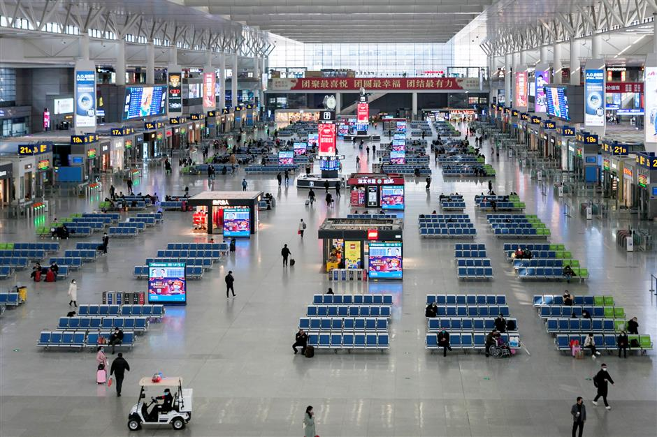 Passenger trips of Spring Festival travel rush to drop 45%: ministry