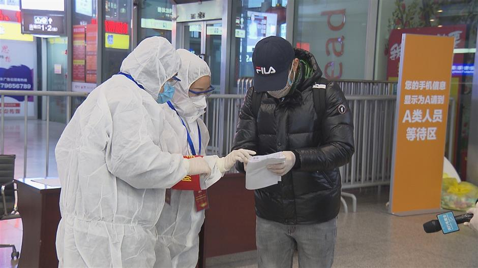 Bilingual volunteers ready to assist foreign rail passengers