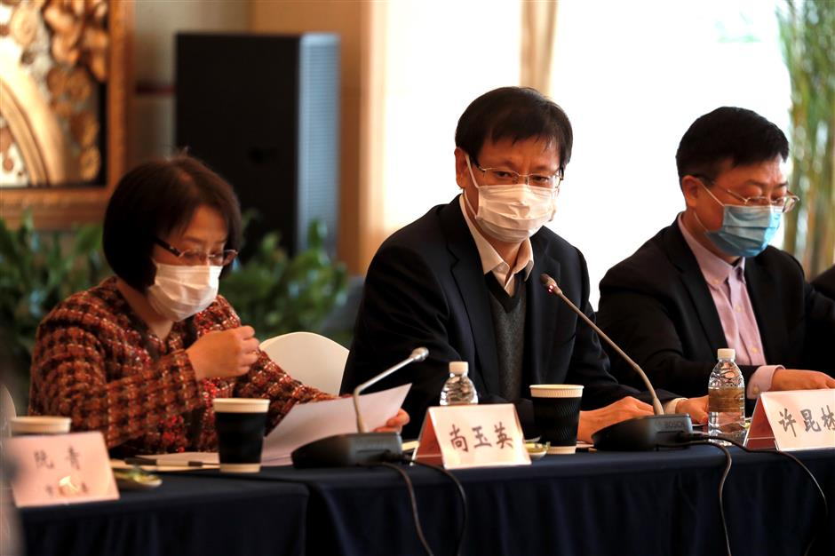 Shanghai officials vow to balance economy, public health