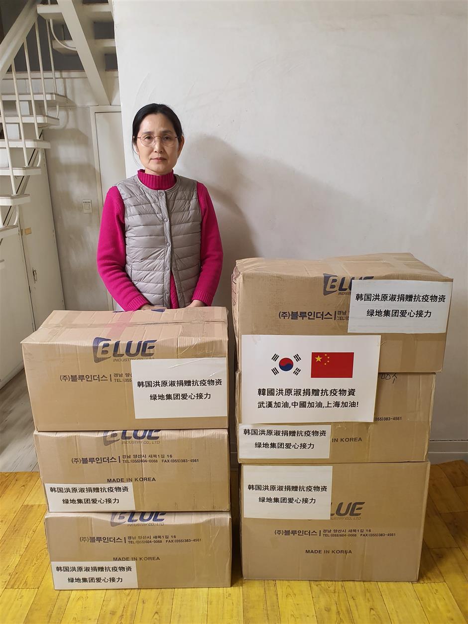 South Korean expert in TCMdonates masks