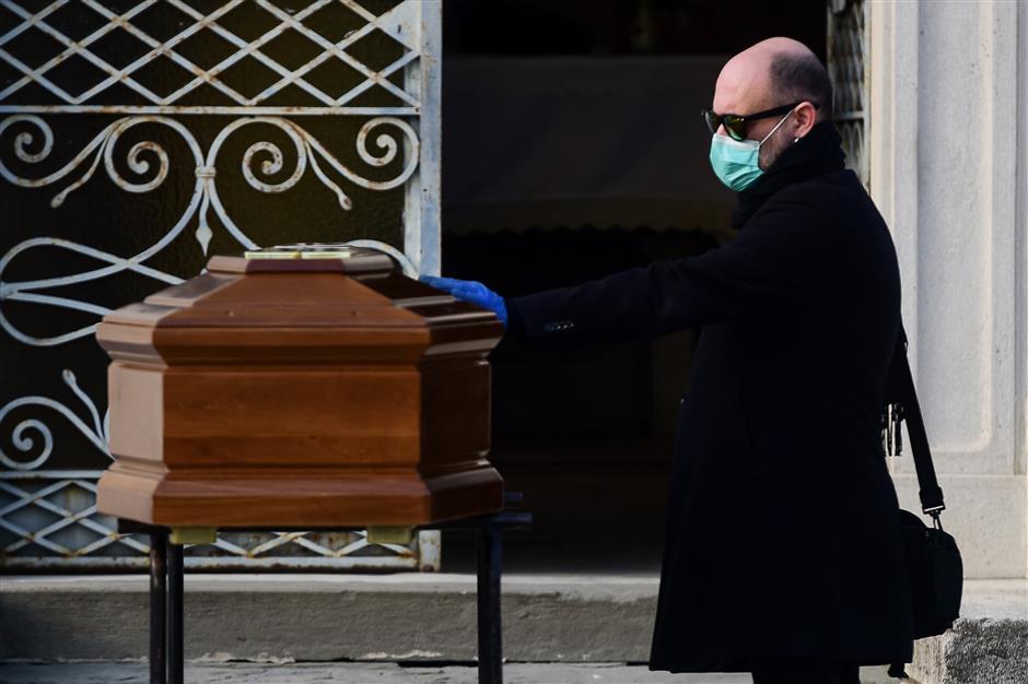 Les militaires vont imposer la quarantaine des coronavirus en Lombardie alors que le nombre de morts en Italie augmente