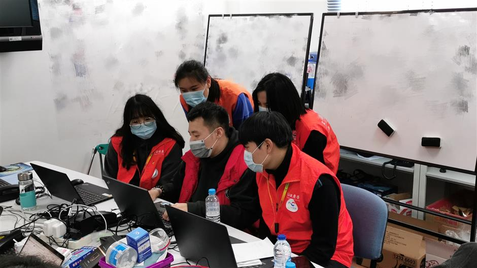 Med volunteers help with epidemiological survey