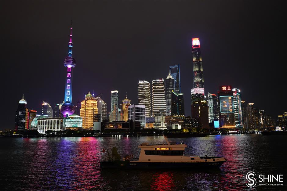 Shanghai lights up for its heroic doctors