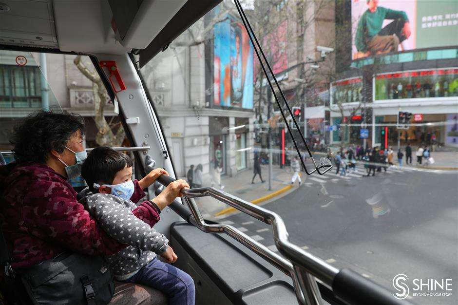 Double-deckerbus service up and running
