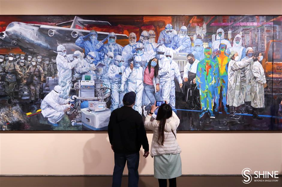 Epic painting honors China's front-line heroes